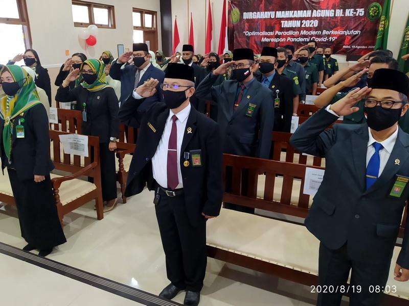 Upacara Bendera dalam rangka HUT MA RI Ke -75 Secara Online